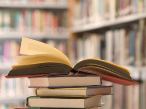 cropped-books4.jpg